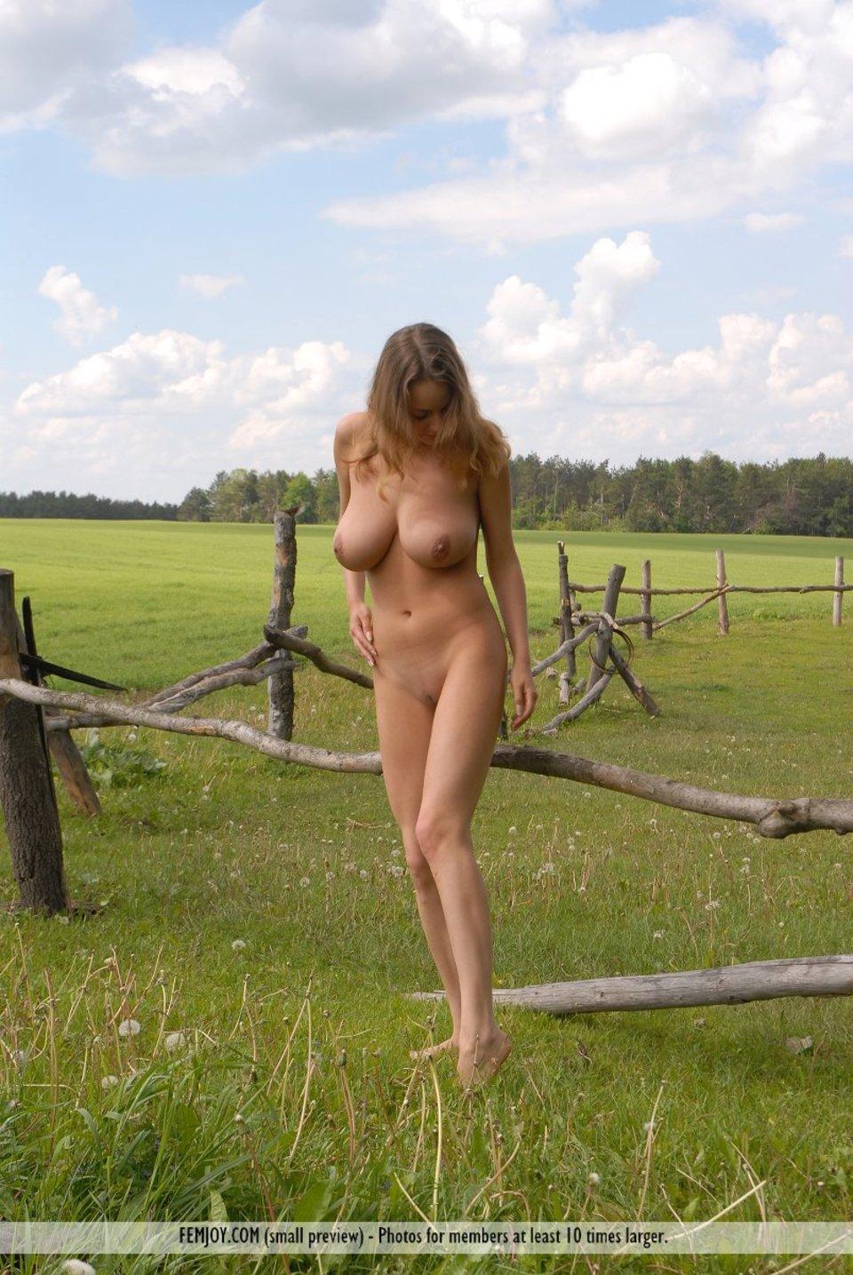 Фото голых деревня 11 фотография