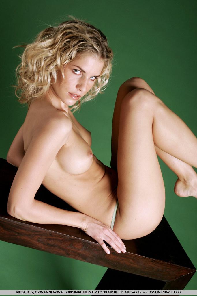 голая модель iveta b фото