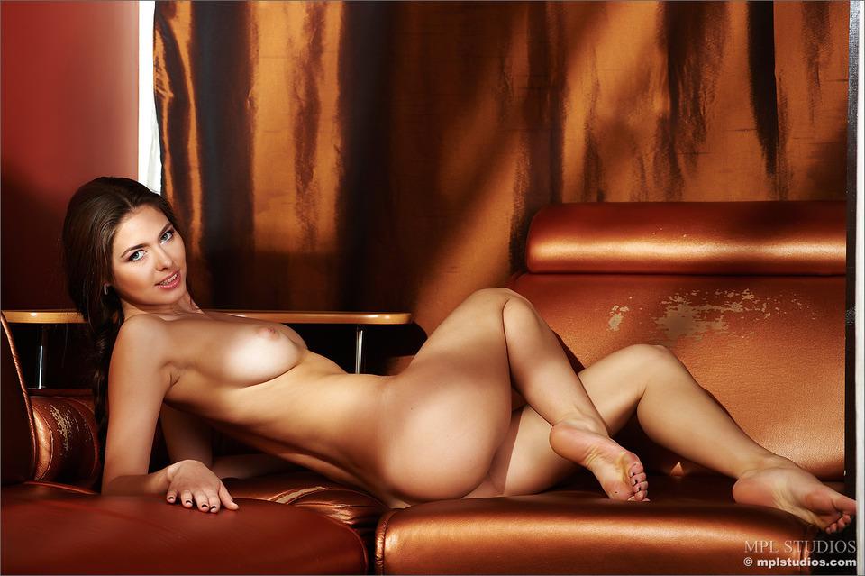 фото девушек голых с маникюром бесплатно