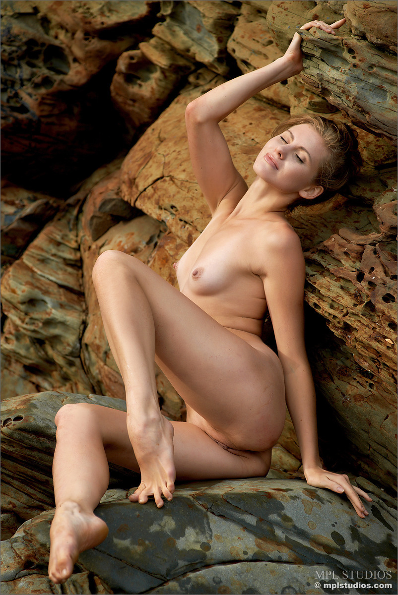 Nacked photo of larakroft hentay photo