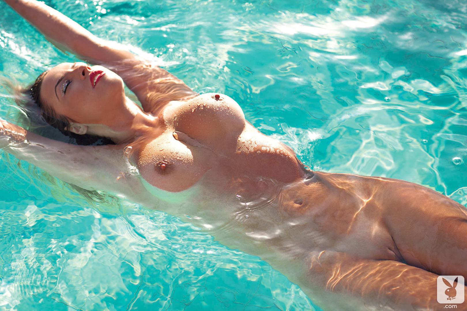 devushka-v-vode-erotika