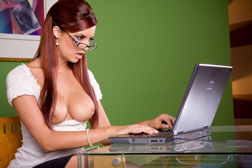 Фото голых девушек в офисе